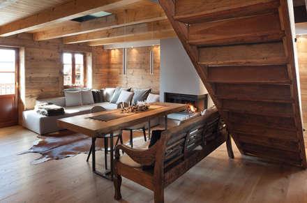 UN CALDO CHALET DI  DESIGN : Soggiorno in stile in stile Scandinavo di archstudiodesign