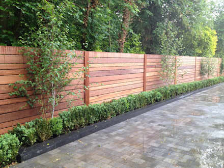 Contemporary screening , fencing & wall panels: modern Garden by Paul Newman Landscapes