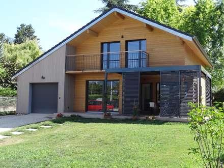 Façade principale: Maisons de style de style Moderne par Tangentes Architectes