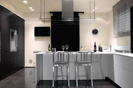 Villa a Correggio (RE): Sala da pranzo in stile in stile Asiatico di stefano severi architetto