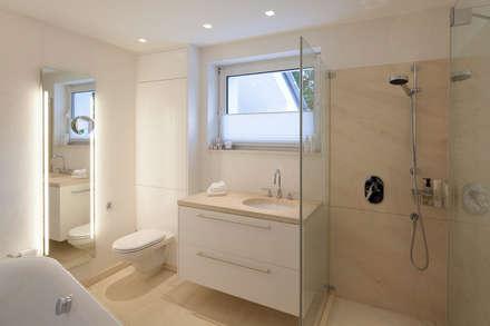 Badezimmer ideen design und bilder homify for Marmorputz badezimmer