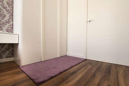 Vivienda Salou- Tarragona: Vestidores de estilo moderno de Blank Interiors
