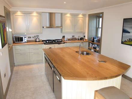 Oak Worktops: minimalistic Kitchen by Norfolk Oak