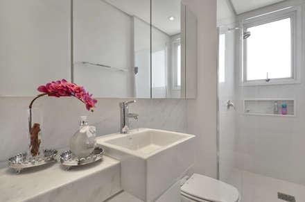 Banheiro jovem  S|R: Banheiros clássicos por Redecker + Sperb arquitetura e decoração