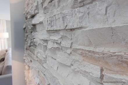 Revestimento de parede: Salas de estar modernas por Stoc Casa Interiores
