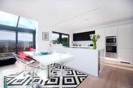 MR U0026 MRS BLANKu0027S KITCHEN: Modern Kitchen By Diane Berry Kitchens