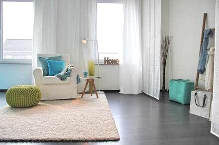 Schlaf-/Ankleidezimmer nach dem Staging: mediterrane Ankleidezimmer von raumwerte Home Staging