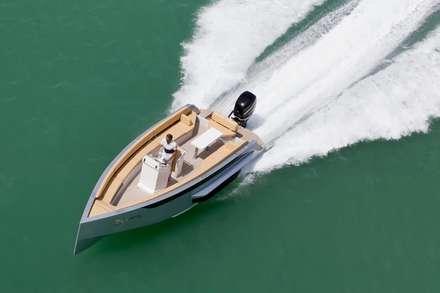Яхты и катера в . Автор – Iguana Yachts