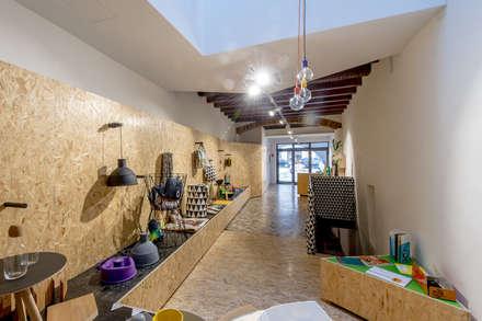 Details Design Store: Spazi commerciali in stile  di Bruno Detassis
