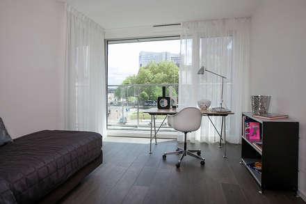 STAGING ARBEITSZIMMER: Moderne Arbeitszimmer Von 1 2 3 Verkauft