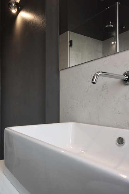 ristrutturazione e arredo di un appartamento a forl bagno in stile in stile moderno di