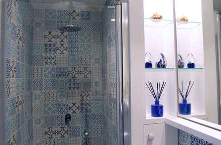 Baño suite. Eséncia mediterranea: Baños de estilo mediterráneo de lauraStrada Interiors
