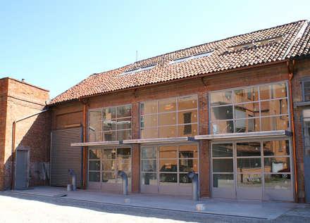 loft calderai 38: Case in stile in stile Minimalista di paolo greco architetto