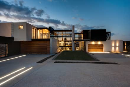 House Boz : modern Houses by Nico Van Der Meulen Architects