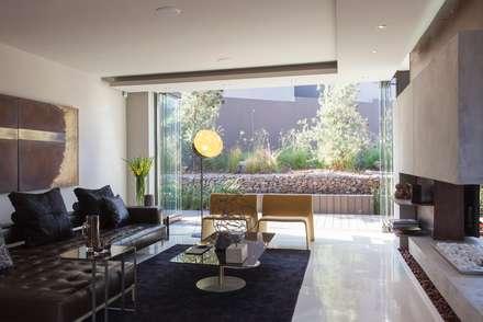House Duk : modern Houses by Nico Van Der Meulen Architects