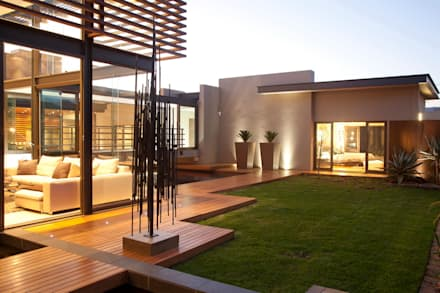House Abo : modern Houses by Nico Van Der Meulen Architects