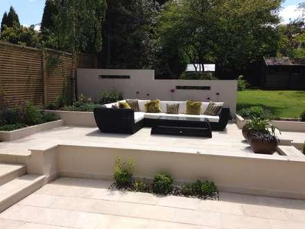 Contemporary Split level terrace: modern Garden by Gardenplan Design