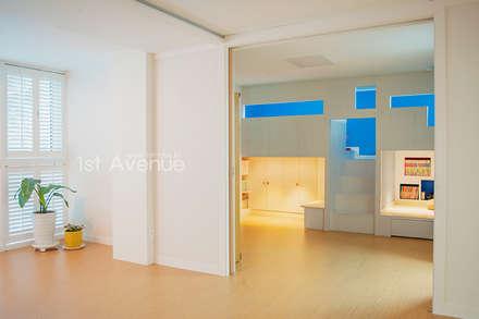 modern Nursery/kid's room by 퍼스트애비뉴