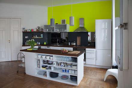 Gelbe Küche: ausgefallene Küche von Berlin Interior Design