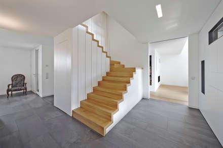 Einfamilienhaus In Niedrigenergiebauweise: Flur U0026 Diele Von Bruck +  Weckerle Architekten