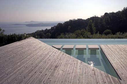 CASA OLEARIA PAIGLE . LAGO DI GARDA: minimalistischer Pool von brandl architekten . bda