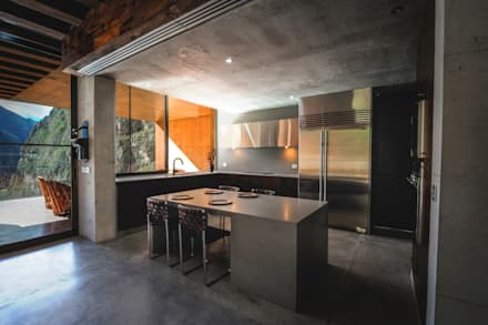 Casa Narigua : Cocinas de estilo moderno por P+0 Arquitectura