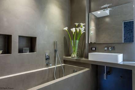 Appartamento a Monteverde: Bagno in stile in stile Moderno di zero6studio - Studio Associato di Architettura