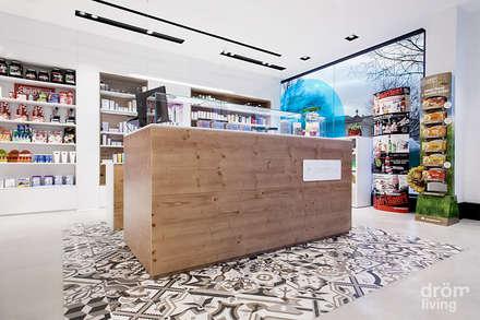 Zona de asistencia personalizada y cosmética: Centros comerciales de estilo  de Dröm Living