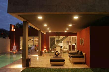 CASA RC: Jardines de estilo moderno por ESTUDIO GEYA