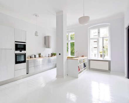 A Spacious Apartment In Prenzlauer Berg Skandinavische Wohnzimmer Von Lifelife GmbH