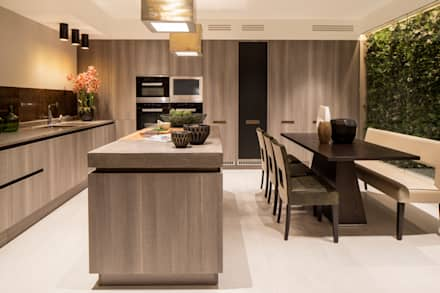 Kitchen: modern Kitchen by Roselind Wilson Design
