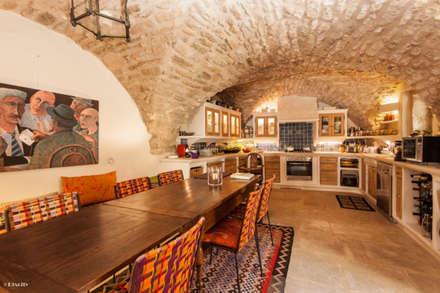 Une maison de village pas comme les autres: Salle à manger de style de style eclectique par Pixcity, Agence de photographie