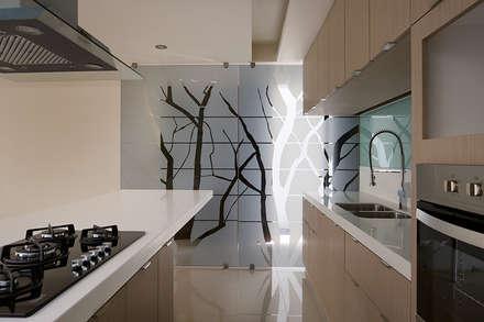 TM HOUSE : Cocinas de estilo moderno por Micheas Arquitectos