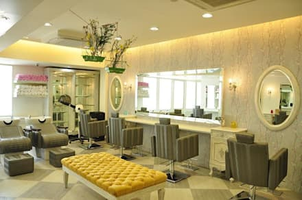 Beautiful Street Salon: Modern Spa By Decons Architecture And Interior