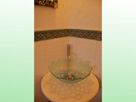 Residence at Andheri: eclectic Bathroom by Design Kkarma (India)
