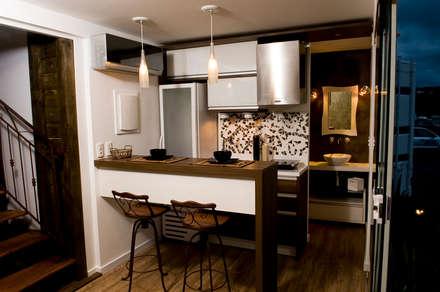 Loft-Container  20': Cozinhas minimalistas por Ferraro Habitat