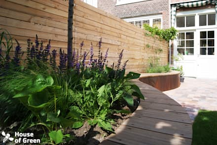 Slingerbank: moderne Tuin door House of Green