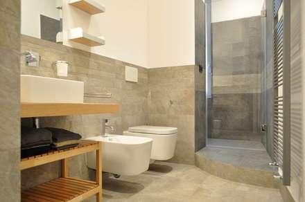 PROGETTO RESIDENZIALE | ROMA | QUARTIERE NOMENTANO - 2013: Bagno in stile in stile Moderno di ar architetto roma