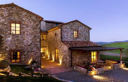 Toscane: Maisons de style de style Méditerranéen par dmesure