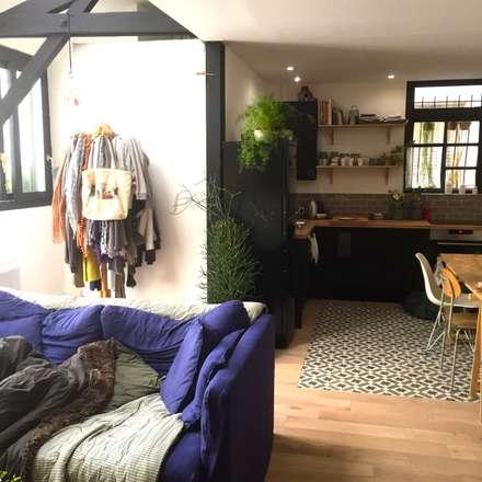 Rénovation d'un espace atypique.: Cuisine de style de style Scandinave par Amandine Leblanc