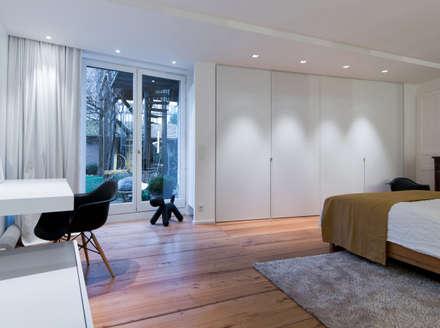 Habitation Privée Vieux-Lille: Chambre de style de style Moderne par mayelle architecture intérieur design