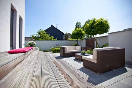 Sonnenterrasse:  Terrasse von +grün GmbH