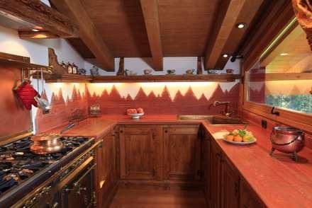 CUCINA 2: Cucina in stile in stile Rustico di Studio Designer Verri Claudio