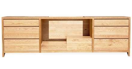 Bare Oak Minimalist Cabinetry:  Kitchen units by NAKED Kitchens