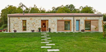 Vivienda Unifamiliar en Tomiño, Pontevedra (Spain): Casas de estilo rústico de HUGA ARQUITECTOS