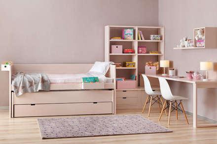 Habitación compartida para dos hermanas: Habitaciones de niñas de estilo  de Sofás Camas Cruces