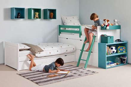 Habitación infantil con cama nido en ángulo : Dormitorios infantiles de estilo moderno de Sofás Camas Cruces
