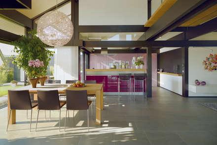 Huf Haus ART: Moderne Esszimmer Von HUF HAUS GmbH U. Co. KG