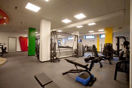 Centro Fitness The Trainer 4U Fitness & Club: Palestra in stile in stile Eclettico di Studio_P - Luca Porcu Design
