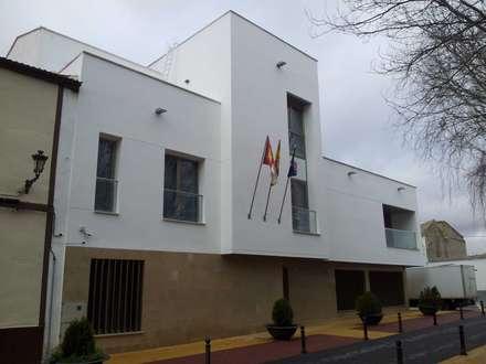 Nueva Casa Concistorial: Edificios de oficinas de estilo  de giacomodeluca_arquitecto